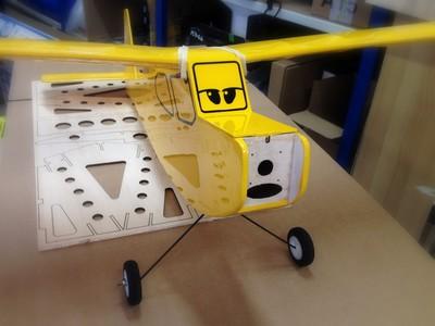 promotion avion rc debutant kit balsa a construire trainer. Black Bedroom Furniture Sets. Home Design Ideas